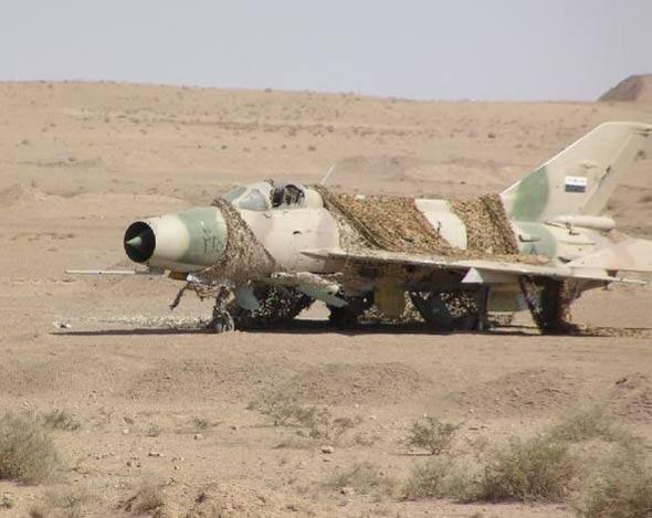 图文:伊拉克废弃的中国制歼教七战斗机