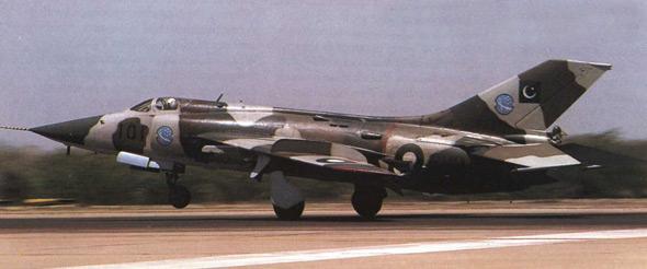 图文:巴基斯坦空军列装的中国制强五攻击机