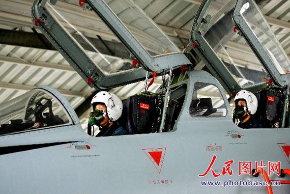 组图:南空飞豹战机演练对地面目标攻击课目