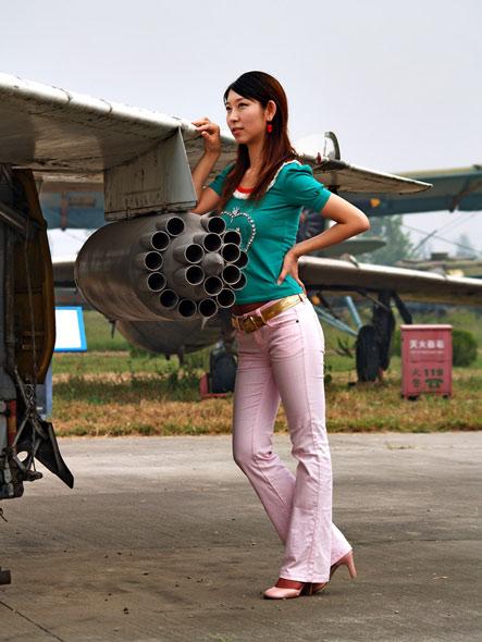 图文:机翼火箭弹发射器