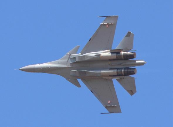 图文:印度空军苏-30MKI战机空中机动飞行