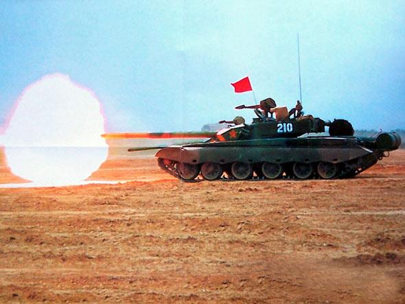 图文:国产新型主战坦克实弹射击