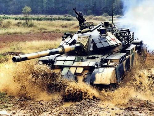 图文:坦克越野驾驶训练