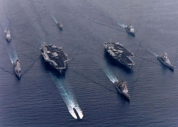 图文:美海军两支航母编队航行