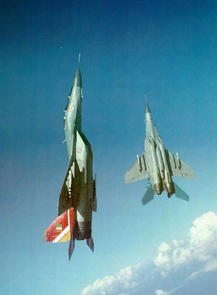 图文:印度空军米格-29B双机编队