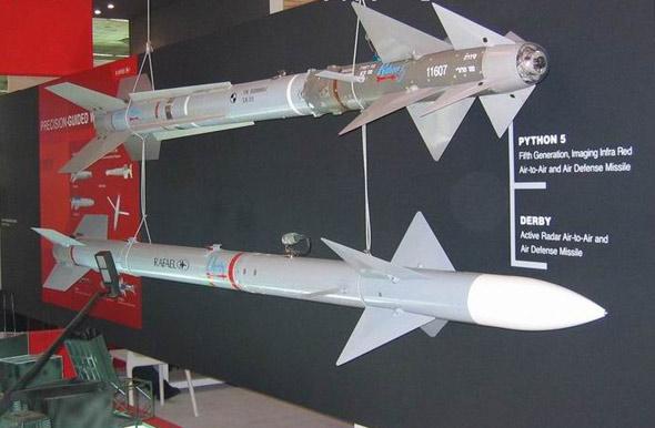 图文:以色列展示德比与巨蟒-5空空导弹