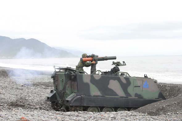图文:台军拖式反坦克导弹车