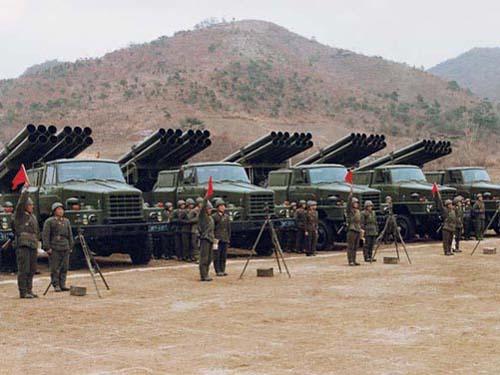 图文:朝鲜人民军部队火箭炮部队