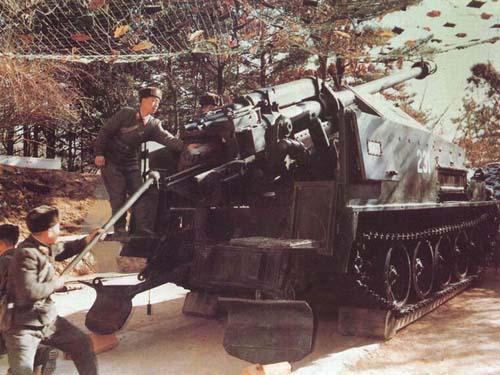 图文:朝鲜人民军部队自行榴弹炮阵地