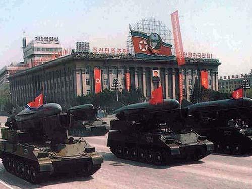 图文:受阅的朝鲜人民军机动型反舰导弹部队