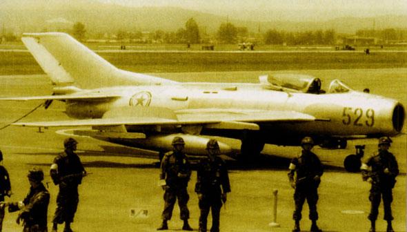 图文:编号为529的朝鲜空军米格-19战斗机