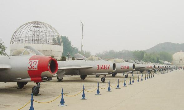 图文:中国航空博物馆成排退役的歼5与歼6战机