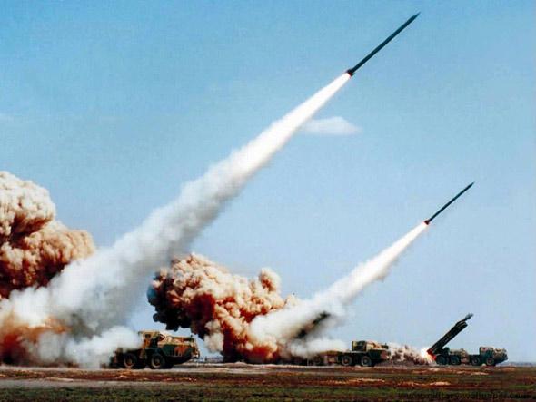 图文:中国炮兵装备了机动远程火箭系统