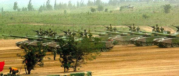 图文:解放军99式主战坦克部队受阅