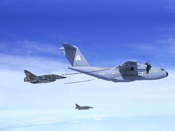 图文:A400M给战斗机进行空中加油效果图