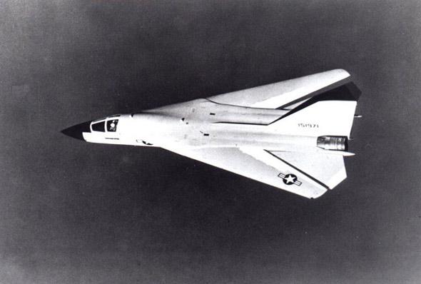 图文:原计划提供给海军的舰载型F-111B