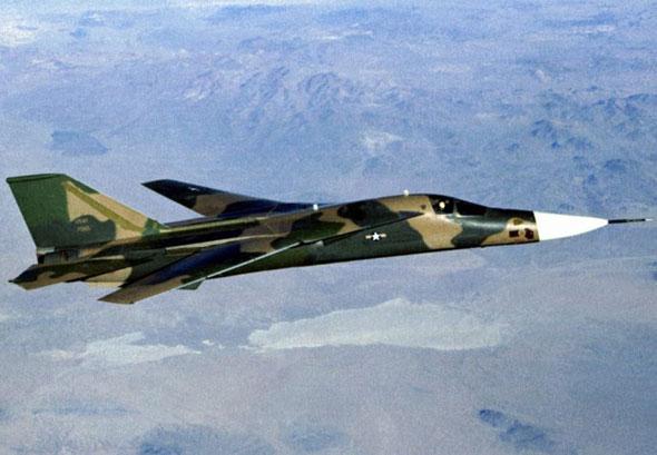 图文:F-111E型机是F-111A的改良型