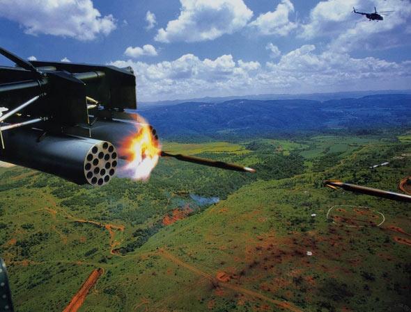 图文:解放军米171发射火箭弹