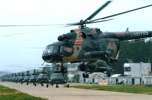 图文:中国陆航部队米17直升机机群