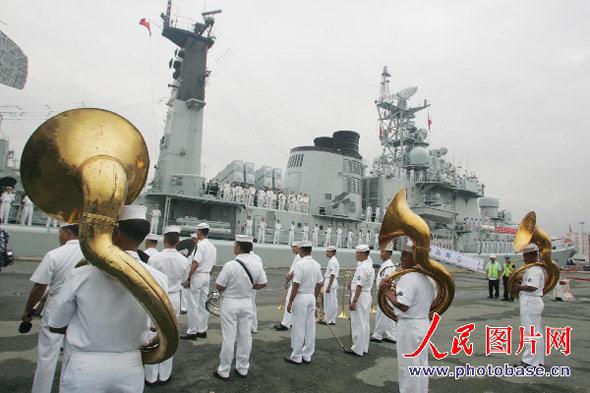中国海军舰艇出访编队抵达菲律宾访问(组图)