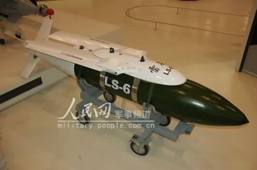 组图:国产雷石6滑翔制导炸弹亮相珠海航展