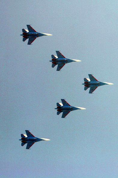 组图:俄勇士飞行表演队29日下午13时飞抵珠海