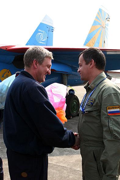 图文:俄罗斯勇士飞行表演队队员