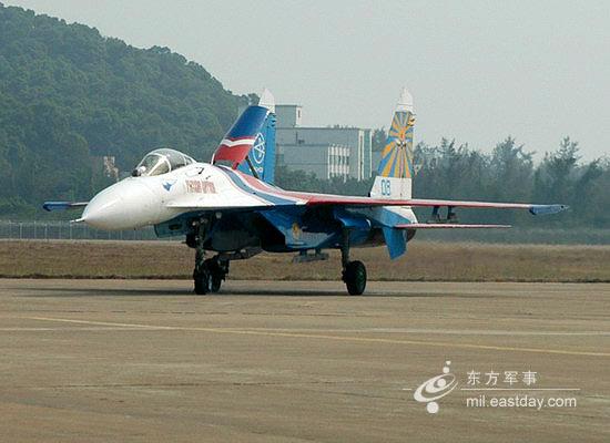 图文:滑行中的单座型Su-27