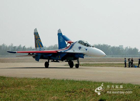 图文:降落中的双座型苏-27UB