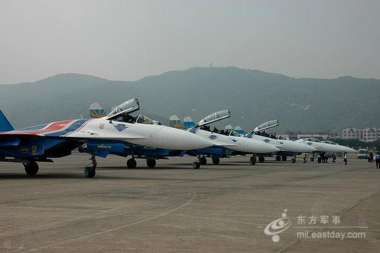 图文:勇士飞行表演队停机坪