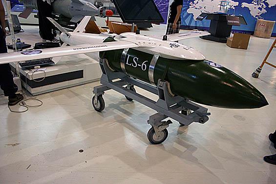 图文:国产雷神-6滑翔制导炸弹