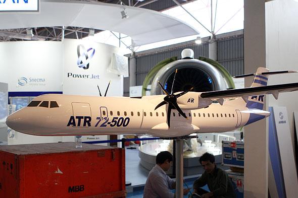 图文:参加此次珠海航展的ATR-75样机模型