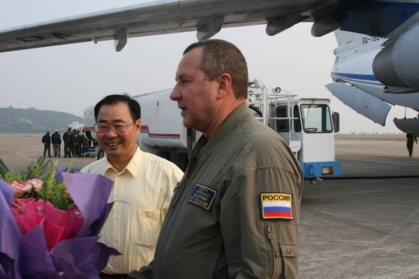 图文:俄罗斯伊尔-76飞行员机在场受到欢迎