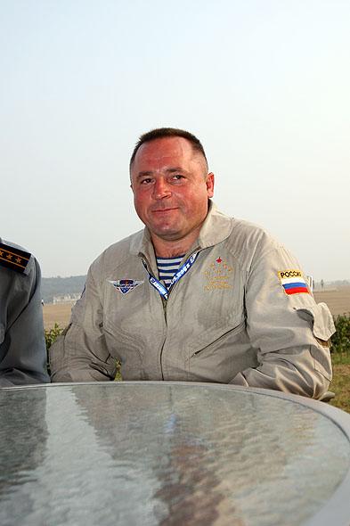 图文:俄罗斯勇士飞行表演队队长特写