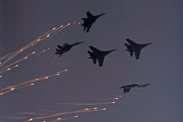 图文:勇士飞行队五机散开