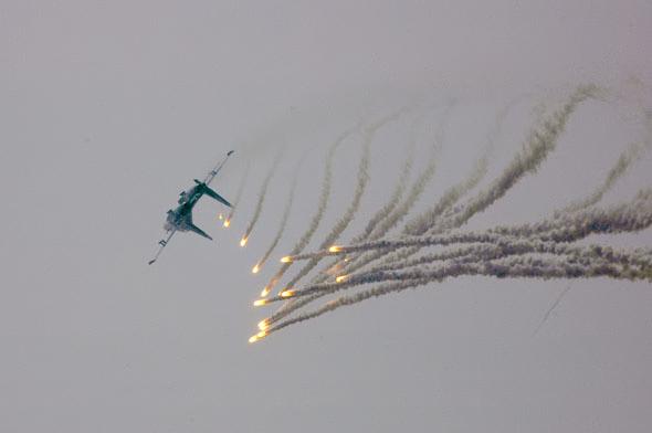 图文:勇士单机做特技动作中彩弹不断打出