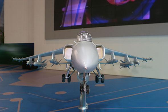 图文:飞豹出口型模型展示