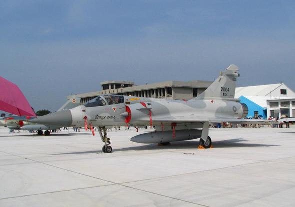 图文:台空军基地幻影2000-5战机对外展示