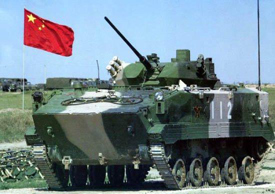 图文:军演中空降战车