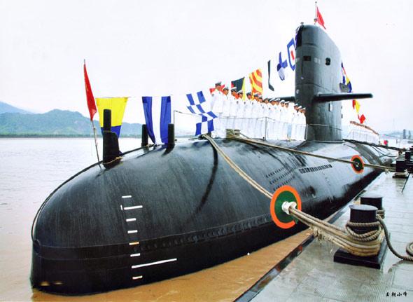 图文:中国海军访港宋级潜艇324舰