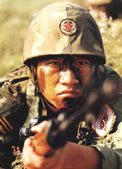 中国特种部队军人进行刺杀训练图片