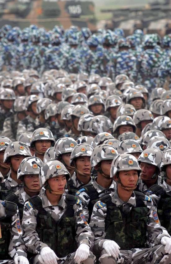 图文:中国空降兵海军陆战队集结待命