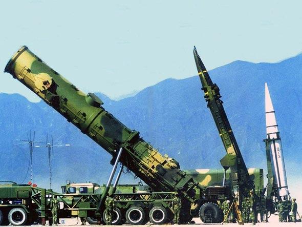 解放军第二炮兵新型装备提升打击精确度(组图)