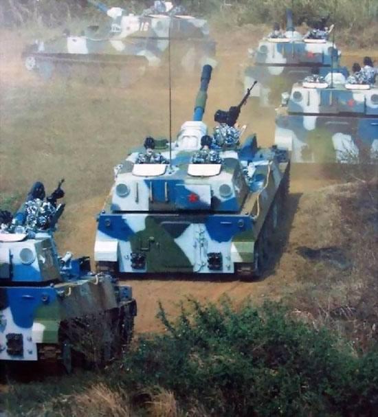 图文:中国海军陆战队122MM自行加榴炮群向战区开进