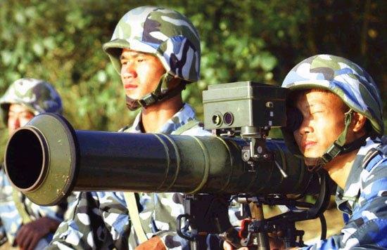图文:中国海军陆战队PF98式反坦克火箭