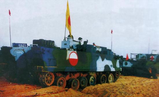 图文:中国海军陆战队两栖装甲保障车辆