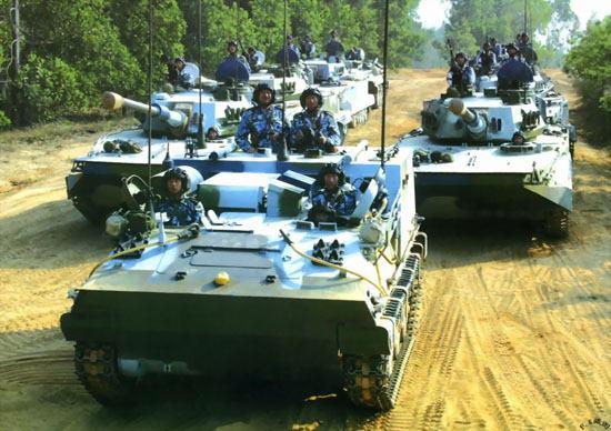图文:中国海军陆战队两栖装甲编队