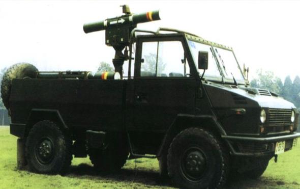 图文:红箭九重型反坦克导弹发射车