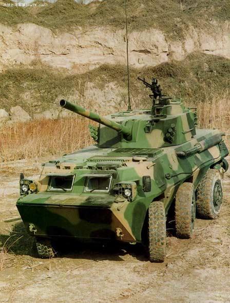 图文:我国自行研制的120毫米榴弹炮