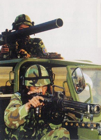 图文:中国空降兵列装的单兵重武器